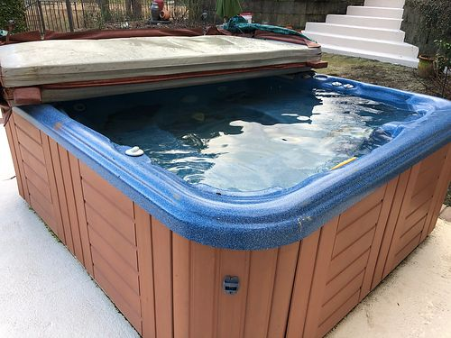 HOT TUB 75 x 65 seats 6 people Jade in color by Hotsprings with cover  rarely used 2500 obo