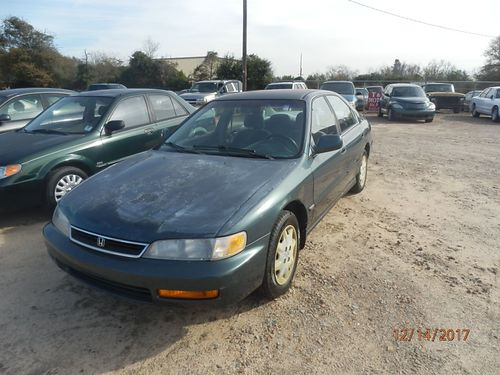 1996 HONDA ACCORD 4dr Auto 1995 855-830-1721