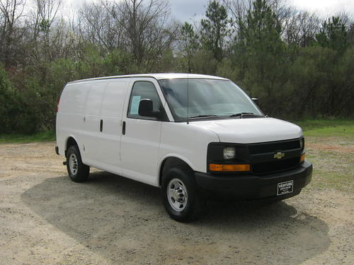 2014 CHEVY 2500 EXPRESS CARGO VAN 48 v8 Bulkhead Nice Interior Shelves  Drawers Super Clean On