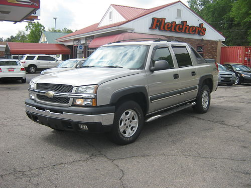 2004 CHEVY AVALANCHE 4dr Auto Silver Low Miles 130k miles 9500 800-805-7984