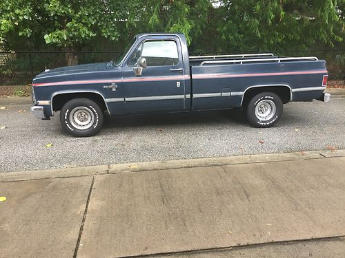 1984 CHEVY SILVERADO all original dark blue paint no dents 305 v8 engine four barrel very good