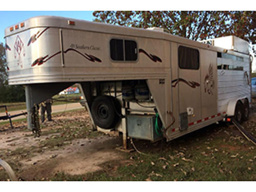 HORSE TRAILER 3 horse slant living quarters shower toilet sink refrigerator microwave queen b
