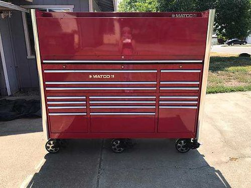 TOOL BOX Matco 6 Series top hutch fully enclosed 6-casters 4-swivel wlocks 2-fixed Ends have