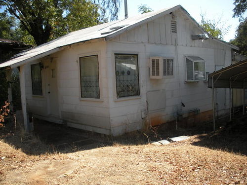 SHASTA LAKE 1-bedroom 1-bath central heating indoor laundry snow roof 110000 Call Sonny Cal