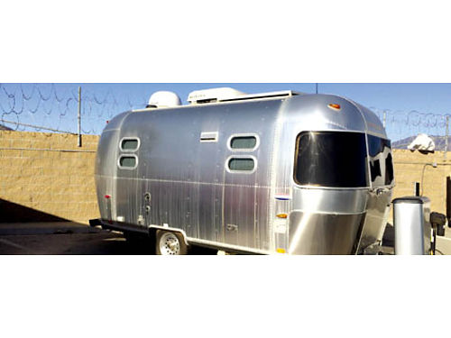 2005 AIRSTREAM INTERNATIONAL CCD - 19FT fully self cont cust full Tempurpedic bed 2 solar panels