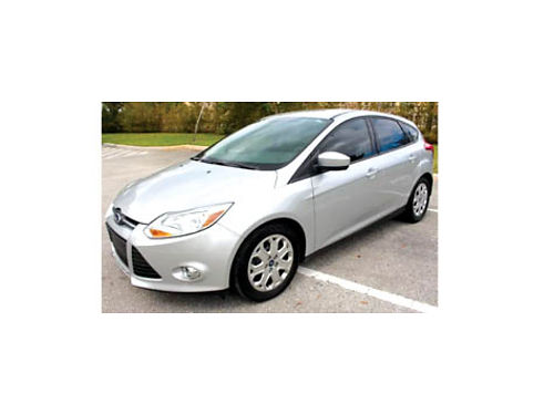 2012 FORD FOCUS SE - Auto 29K miles everything in this car works 10600 obo