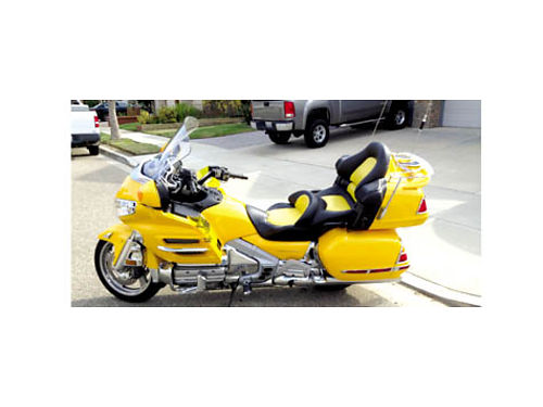 2002 HONDA GOLDWING 1800CC - Under 64K miles custom seat extra wshield clean title current reg