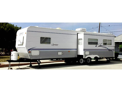2003 KEYSTONE SPRINTER - 29ft fully self contained sleeps 6 queen bed in front acheat all amen