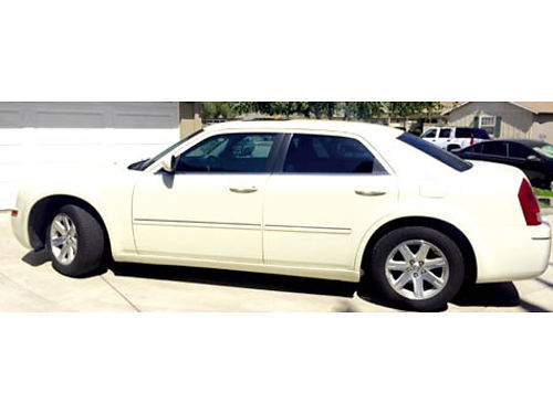 2006 CHRYSLER 300 TOURING 35L 6 cyl 106k mls cool vanilla color lthr int snrf one owner 7