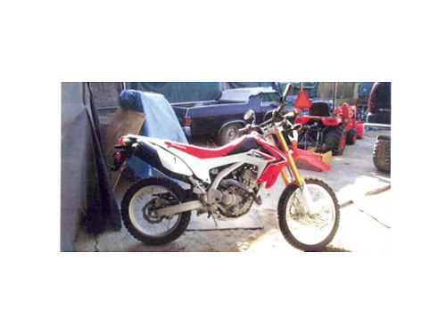 2014 HONDA CR250L dual sport new Only 1 mile on the bike Out the door price was 6400 selling