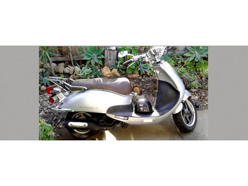 SYM CALI SCOOTER 125 runs  looks great new tune up  oil change replaced exhaust everything els