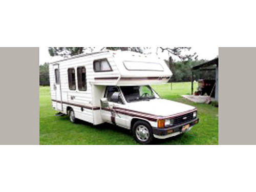 1985 TOYOTA DOLPHIN 20 auto 22R 4cyl 75K orig mi fully self cont ACheat kitch runs on propa
