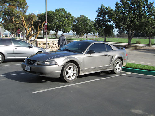 2001 FORD MUSTANG 38L 5 spd standard manual tint new front tires and clutch AC CD runs good
