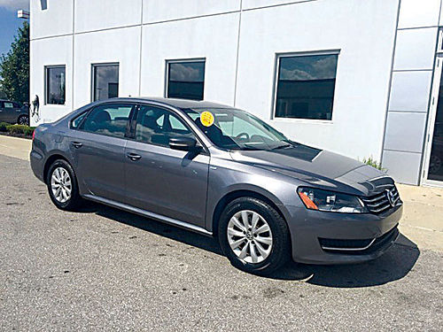 2015 VW PASSAT Wolfberg edition - LOW MILES CERTIFIED SPACIOUS COMFORT Auto leather MP3CD bl