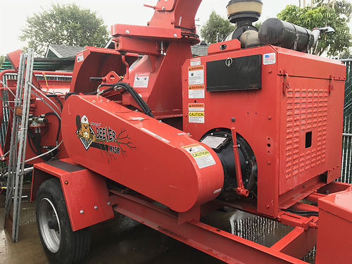 2014 MOBARK CHIPPER M15R Beever Series Red Orange Perkins Diesel engine like new - only used 393