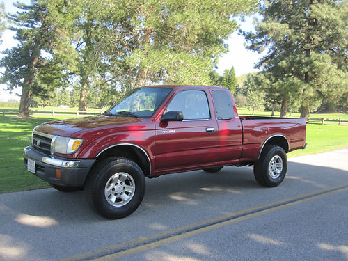 2000 TOYOTA TACOMA EXT CAB Pre-Runner 4cyl auto AC CD bedliner 135K mi smogged very clean i