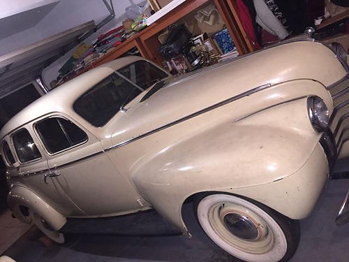 1940 OLDSMOBILE SEDAN 4dr HT straight 6 gears on column straight body wgood orig paint runs go