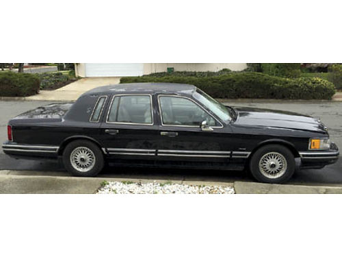 1992 LINCOLN TOWNCAR black near new tires smogged runs good needs little TLC no rust 101K mil