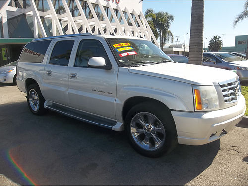 2004 CADILLAC ESCALADE - TOP OF THE LINE LUXURY  ROOMY EXTRA CLEAN ALL POWER LOADED RUNS  LOO
