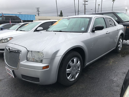 2008 CHRYSLER 300 - automatic all power extra clean ready for work or family loaded runs  look
