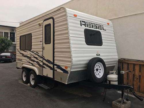 2007 CARSON REBEL TOY HAULER 14 sleeps up to 4 sinkstove propane tank roof air and heat rear
