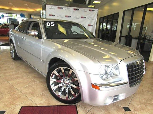 2005 CHRYSLER 300C - very clean 1 owner clean carfax with services auto leather full power sha