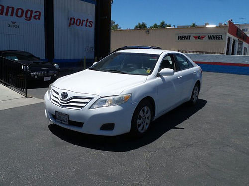 2011 TOYOTA CAMRY - 25L 4 cyl dependable gas saver white 4 door full power air keyless entry