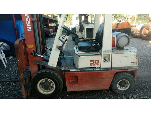 NISSAN FORKLIFT 5K lb propane air pneumatic tires reblt eng new hydraulic pump side shift good