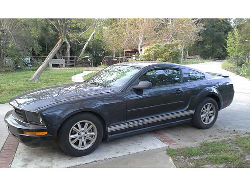 2008 FORD MUSTANG FASTBACK auto V6 72K orig miles Lady driven like new tires slvg ttle is from
