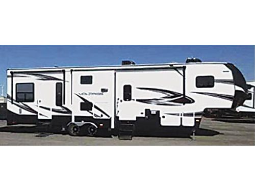 2015 DUTCHMAN VOLTAGE V-Series Toyhauler - 39 Model V-3305 Only used 3 times sleeps 9 all chair