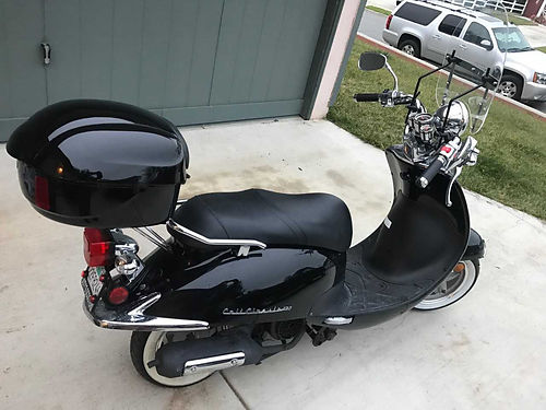 2016 LANCE SCOOTER Like new wless than 100 miles use hardly used includes cover and 2 helmets m