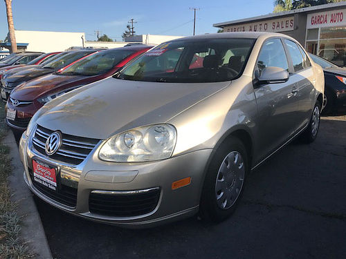 2006 VW JETTA 25 - super clean and ready for family  work auto gas saver all power runs  look