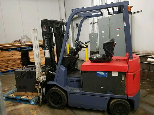 2009 TOYOTA FORKLIFT Elect 6K LB 4 whl cushion tire 36 V 1 yr batt w5 yr wrrnty Single Double