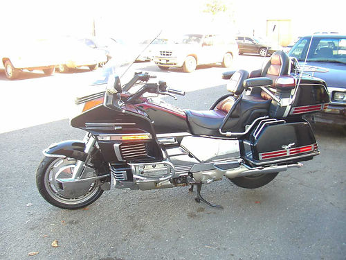 1993 HONDA GOLDWING GL1500 Good tires  brks amfm cass radio wintercom hwy boards lug rackTul