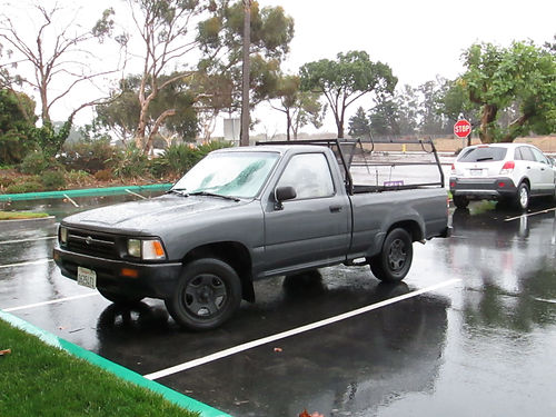 1992 TOYOTA PICKUP 5 spd 4cyl shortbed salvage title very clean eng runs perfect ready for wo