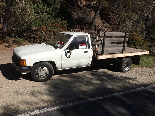 1988 TOYOTA FLATBED rear dual axle 22RE eng manual 4 spd great landscaping or hauling truck tun