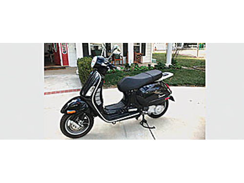 2006 GT 200 VESPA PIAGGI - 4500 Miles in really sharp condition black 3500 Leave message if no