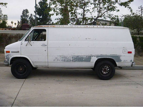 1984 GMC 2500 VANDURA CARGO VAN 34 Ton auto V8 runs ok needs TLC as is cash 450 stock phot