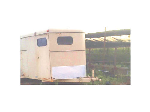1992 CIRCLE J HORSE TRAILER for 3 horses clean and in good cond 1900