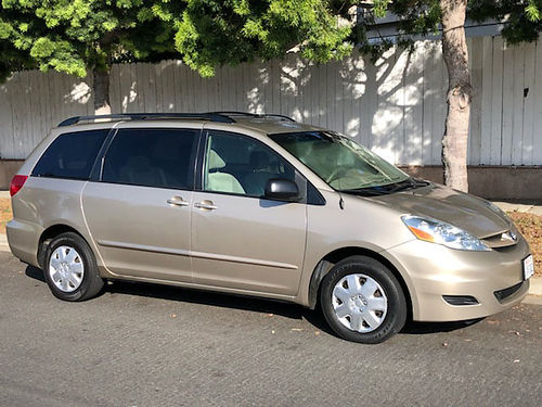 2008 TOYOTA SIENNA LE Auto V6 8 psgr all pwr dual sliding drs AC climate control 6 CD chngr