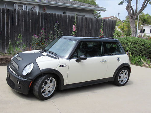 2006 MINI COOPER S original owner 77K miles great condition Black roof white body 6 speed CD
