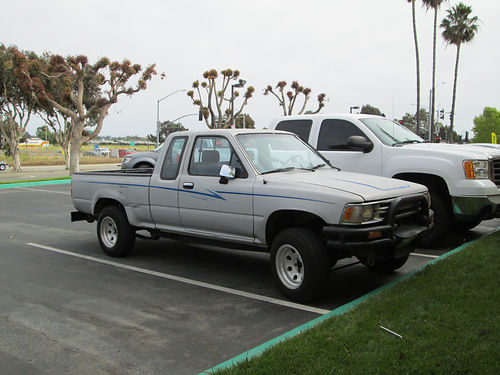 1989 TOYOTA EXT CAB auto 4cyl alloys whls 166K miles runs great bedliner 2100 obo
