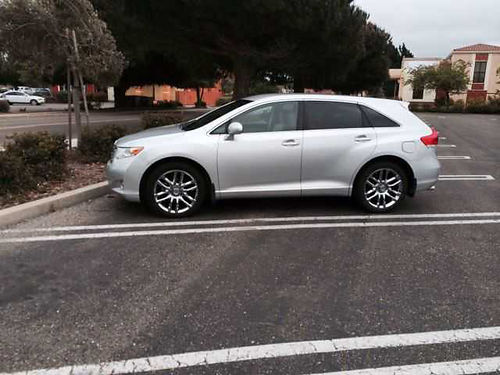2009 TOYOTA VENZA driven very little 67k mls perfect cond like new tinted rear window siver g