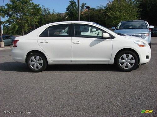 2007 TOYOTA YARIS auto 4cyl 4dr 35MPG great on gas runs like new good cond smogged se habla
