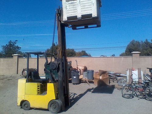 ALLIS CHAMBERS FORKLIFT New seat Propane 3 mast hard side shift 2800 capacity works great go