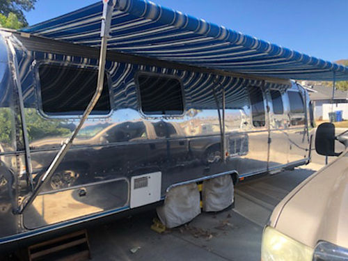 1992 AIRSTREAM CLASSIC 28', AWNING, RE-UPHOLSTERY, SOFA ...