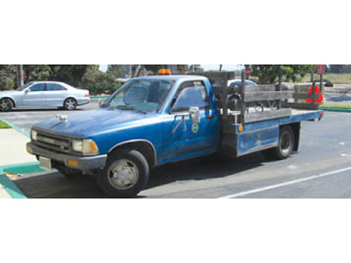 1990 TOYOTA CHASSIS FLATBED 10 Ft Stakeside bed 5 spd 6 cyl dual rear axle undercarriage lockin