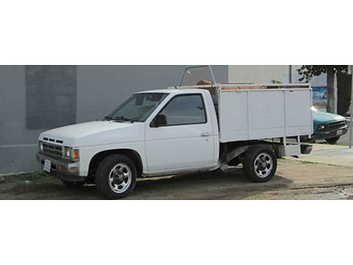 1990 NISSAN PICKUP Box bed 5 spd standard good running eng perfect for gardner or landscaper si