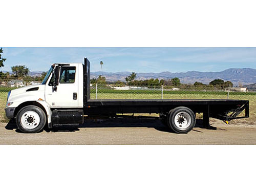 2005 INTERNATIONAL FLATBED diesel auto 141K mi fixed wrear lift gate dual axle undercarriage