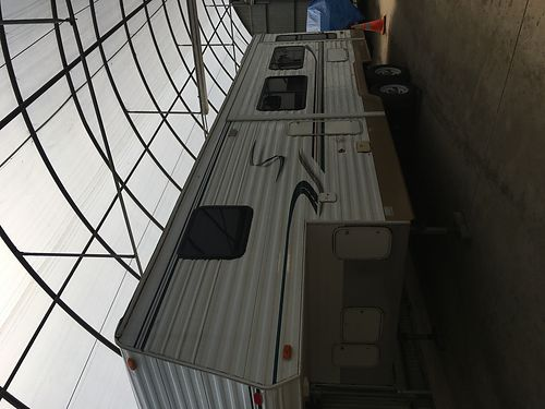 2003 KOMFORT 5TH WHEEL 28 extra clean new mattress tires awning  batteries plus sound system
